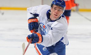 Oilers agree to terms with McDavid