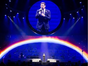 Review: Sharing the spotlight, Canadian crooner Michael Bublé charms Rogers Place
