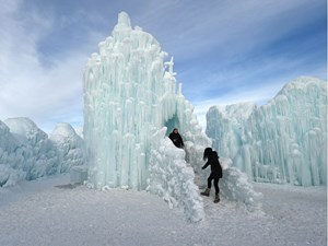 10 things to do in Edmonton this week: Ice Castles, Lisa Loeb, and the Deep Freeze Festival