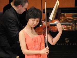 Review: Violinist Alice Lee joins ESO to fend off cold during Sunday Showcase