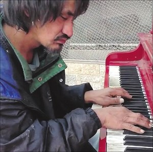 Mystery Edmonton street pianist enthralls millions in YouTube video (with video)