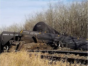 Cleanup continues after dozen railcars went off the track in Sturgeon County