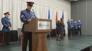Edmonton police officers, civilians honoured for courage, quick thinking