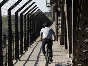 Mental health experts hope bridge barriers help stem high number of suicides in Alberta
