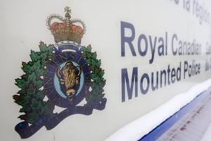 Dirty feet, long toenails, light fingers: RCMP seek bank robbers